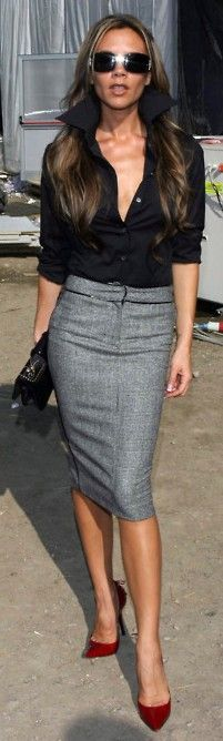 Street style - Bend it like Beckham... Victoria that is : ) So me, pencil skirt with black blouse, pumps and a clutch. Every woman can and should rock that kind of outfit.