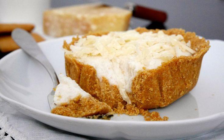 Mini cheesecake alla ricotta con scaglie di parmigiano