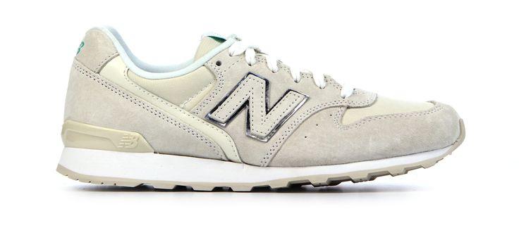 New Balance - Van den Assem Schoenen #newarrival #sneaker #women #newbalance http://www.assem.nl/schoenen/damesschoenen/sneakers/new-balance/wit/w996-stof/1930.54.107242/
