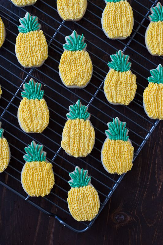 Pineapple Sugar Cookies with pineapple extract in the batter - they look just like pineapples! from @thefirstyear