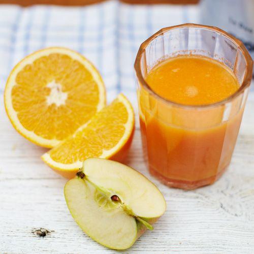 Wortel-sinaasappelsap recept - 1 liter • 6 wortels • 4 sinaasappels, in parten • 4 appels • stukje gemberwortel van 2,5 cm, geschild