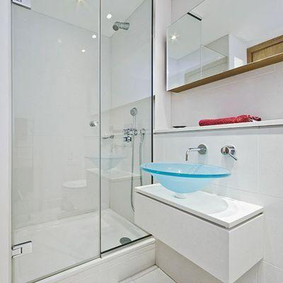 Ventanas puertas barandas fachadas divisiones en vidrio for Baranda para ducha