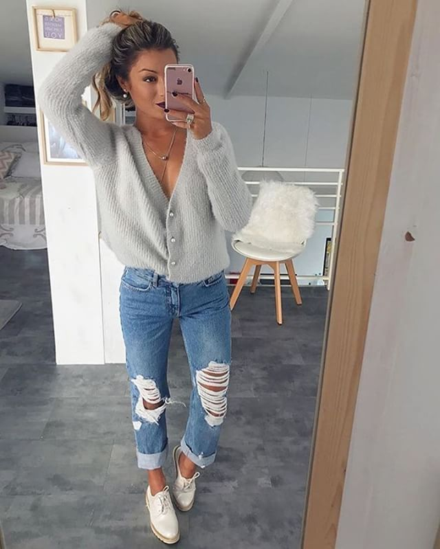 Winter weather calls for cozy sweater! ?? (Follow this fashion account @styliciousslife)  Picture by @sam_nounette ?  Sweater: Ma Chic Jeans: NA-KD Shoes: Chaussea _______________________________________ #streetstyle #streetfashion #streetwear #girl #fashion #wiwt #ootd #beautiful #love #photooftheday  #sweaterweather #nakdfashion #womensfashion #chaussea via @stylebyoutfit