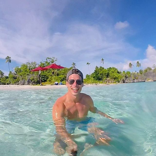 Looks liked I photoshopped myself an island at the end of my swimming pool, but no this is me being a happy little kid in the ocean somewhere in Raja Ampat! . . . #iamtraveler #travelblog #wonderfulworld #earthpics #travelmore #worldwide #awesomeearth #lovetheworld #lifewelltravelled #travelandleisure #worldtraveler #getoutstayout #huffpostgram #mytinyatlas #welltravelled #seetheworld #beach #voyage #viaggio #beachlife #wonderlust #reisen #fernweh #gopro #goprohero #adventure #viaje…