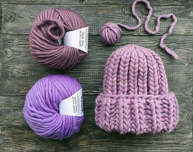 На улице все холоднее, а у рукодельниц шапочки все теплее  Вот такая красота связалась у @i.knit.it  На фото мотки пряжи #KeepCalmThisWool #WoolandMania цвета: Satin и Lavanda, шапочка цвета Polar Light.