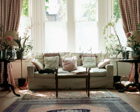 PE009_07: Large sash window in living room with gingh - Narratives Photo Agency