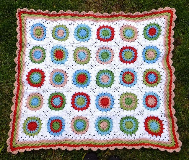 Starburst Flower Crochet Blanket pattern by Jane Brocket ...