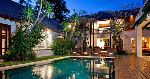 """Villa Shinta Dewi is an outstanding luxury villa available to Bali holiday makers searching for that """"something special"""".    Located in the most fashionable part of Seminyak and close to beaches, restaurants and the trendy shopping district, this tastefully decorated villa is sure to please."""