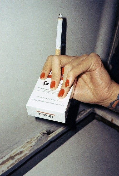Лечись, картинки с сигаретами в руках у девушки