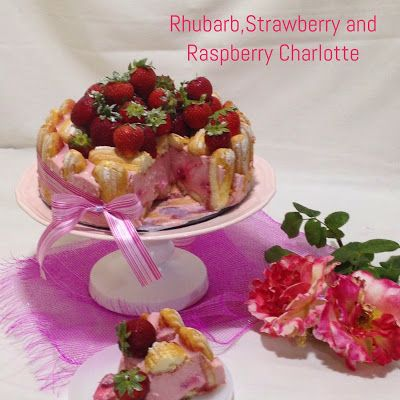 Charlotte de Ruibarbo, Morango e Framboesa/ Rhubarb, Strawberry and Raspberry Charlotte