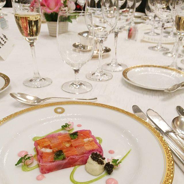 【miipooh_tam】さんのInstagramをピンしています。 《サーモン😋🍴💕 春を感じる色合い🌸可愛い🙆💮#Tokyo#Japan#Akasaka#hotel#newotani#party#dinner#fun#enjoy#salmon#yum#yummy#delicious#tasty#foodie#instafood#instagood#20170210#東京#赤坂#ホテルニューオータニ#パーティー#ディナー#前菜#サーモン#春#🌸#桜#美味しい#おいしい》