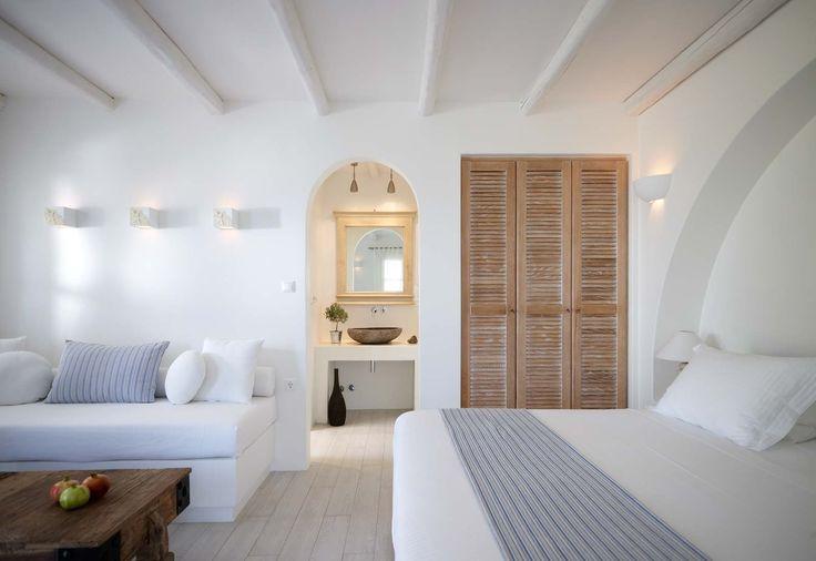 Precioso dormitorio rústico con predominancia del blanco. Luminoso y mediterráneo. #dormitorios #rusticos