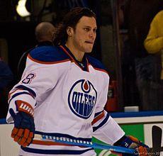 Ryan Jones Oilers 2012.jpg