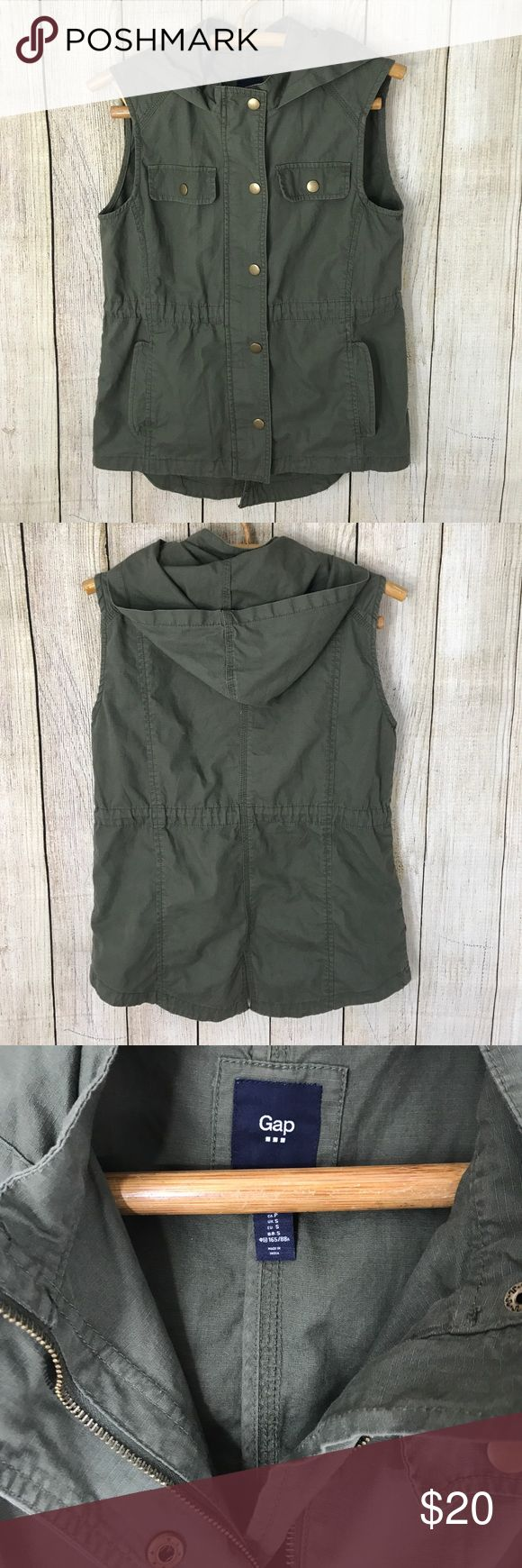 """Gap olive green zip up button cargo utility vest Perfect for upcoming fall ! Olive green cargo vest either adjustable waist and pockets. Zips up and has buttons, hood. Size S 25"""" long 18"""" across bust. GAP Jackets & Coats Vests"""