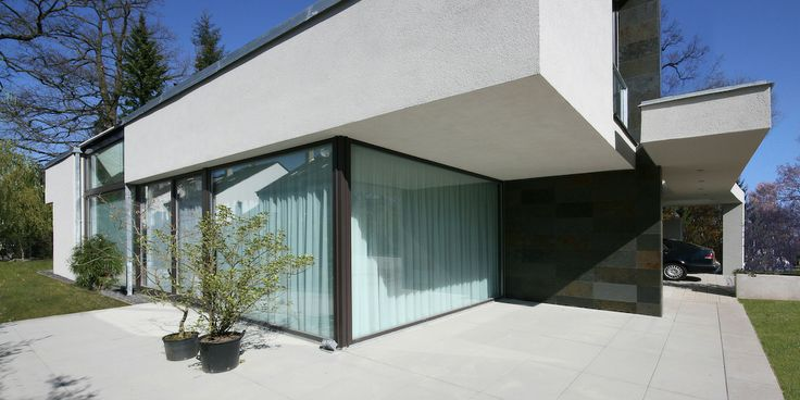 Moderne villa satteldach by for Moderne architektur villa