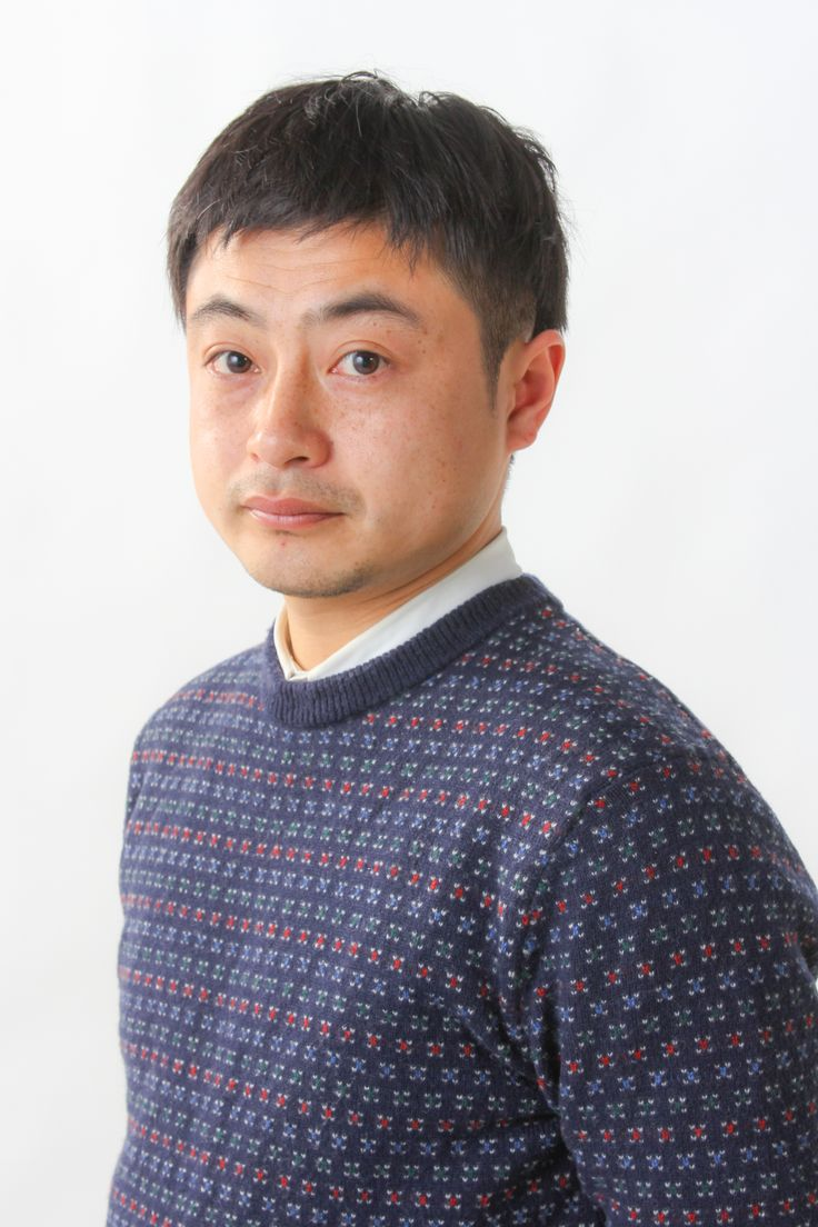 ゲスト◇まつむらしんご(Shingo Matsumura) 埼玉県生まれ。 フリーの映像スタッフとして働く傍ら、自主制作映画の創作に励む。 短編『春の底』がアップリンクXにてロードショー公開される。 また、初長編『太陽が嫌い』が第9回TAMA NEW WAVEにて特別賞を獲得。 初めて女性を主人公にした中編『かたすみで、ヤッホウ』が第31回ぴあフィルムフェスティバルに入選。 2010年より、早稲田大学大学院国際情報通信研究科に在籍し、卒業制作として『ロマンス・ロード』を完成させる。 2012年、同研究科にて修士号を取得。 『ロマンス・ロード』は「SKIPシティ国際Dシネマ映画祭2013」で長編部門(国際コンペティション)SKIPシティアワードを受賞。