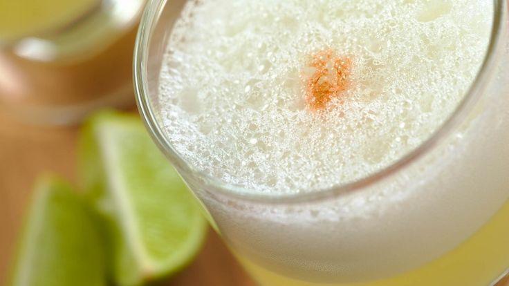 Pisco Sour cileno, cocktail cileno con pisco, albume e succo di lime