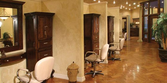 10 images about salon renovation ideas on pinterest chandeliers reception desks and beauty - Salon original ...