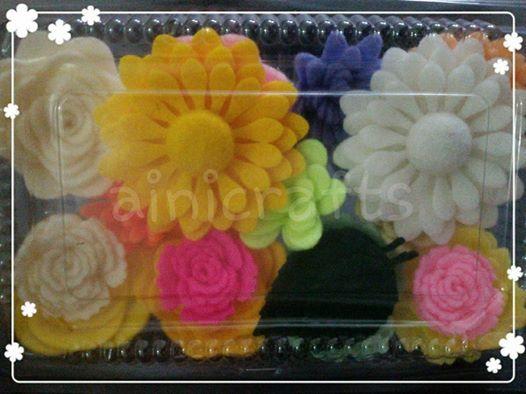 Sibuk Dengan Bunga-bunga Flanel