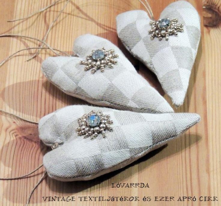 Vintage Hearts by http://www.breslo.hu/item/Fuggo-szivek_1829#
