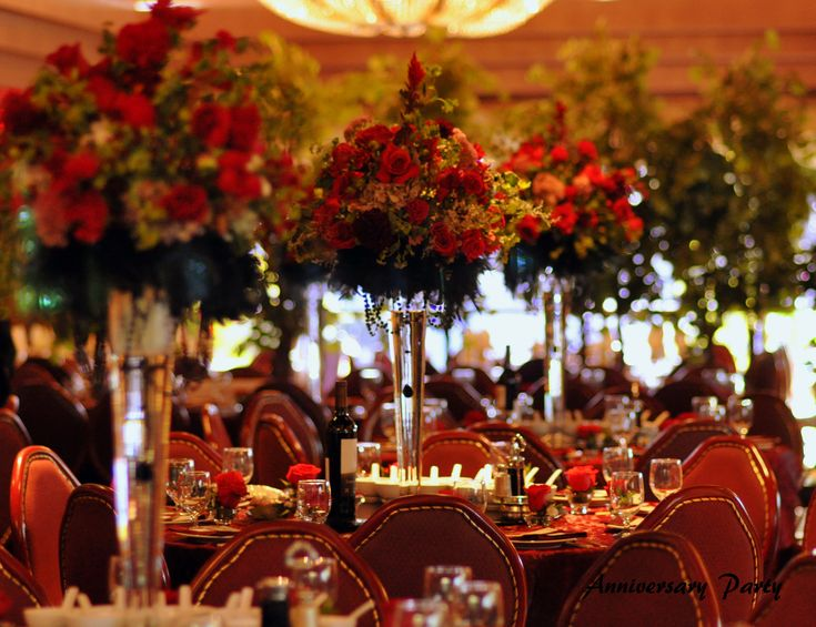Red And Black Anniversary Or Christmas Dinner Table Decorations Highlights Huge Roses Centerpieces On Captivating