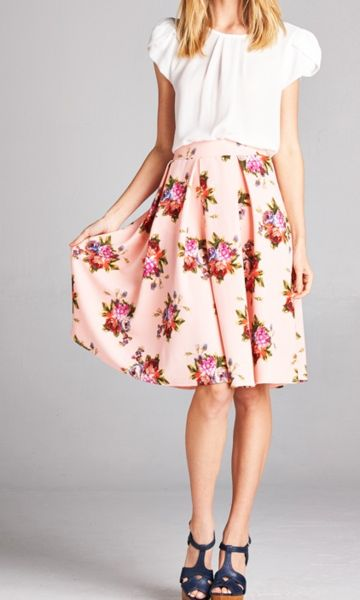 Beautiful pink high waisted skirt with floral print. Has an elastic waistband…