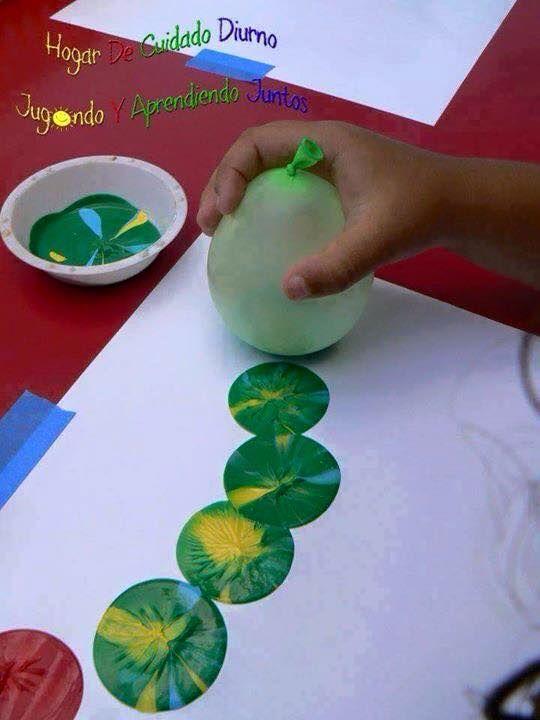 Mezclar pinturas y aplicar con parte inferior de un globo