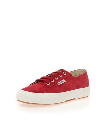 #boyner #sneaker #red #fashion #style #trend #stylish #snow #cold #winter #christmas #newyeargift