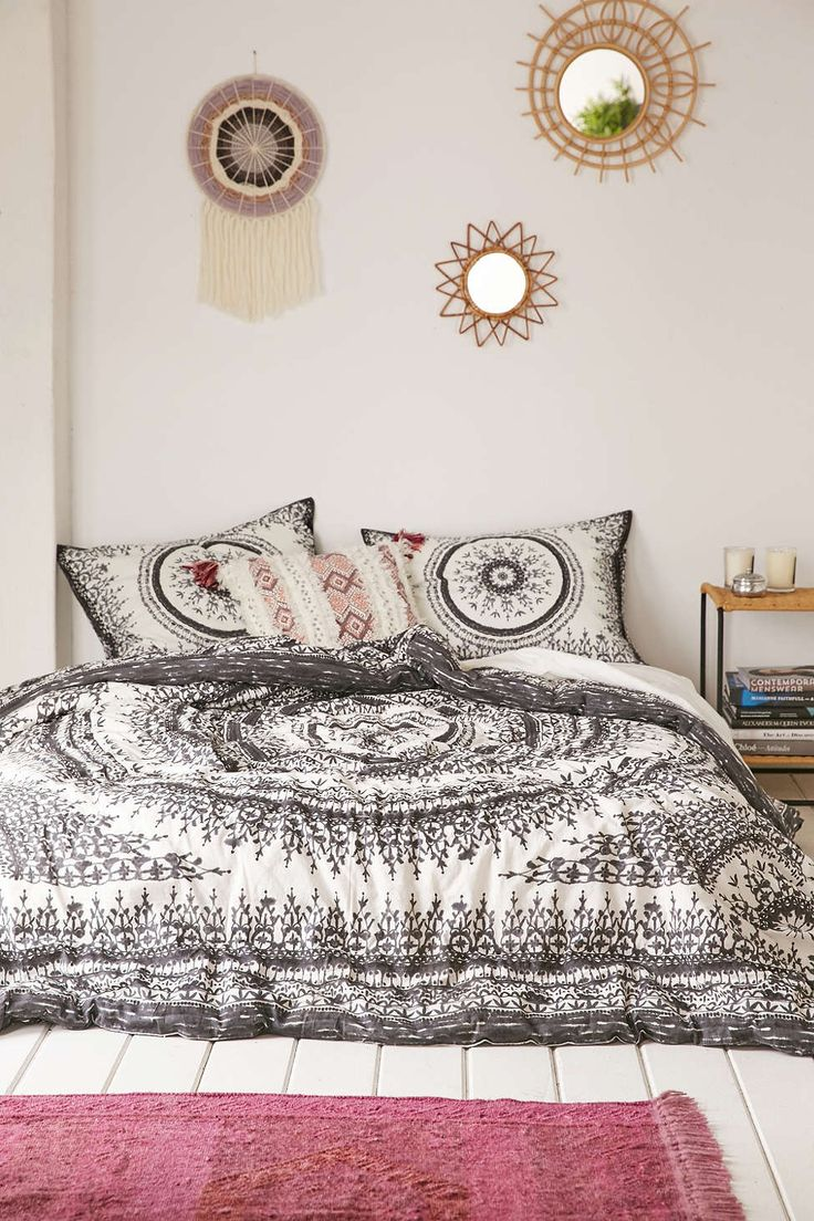 Plum & Bow Effie Medallion Comforter - Urban Outfitters