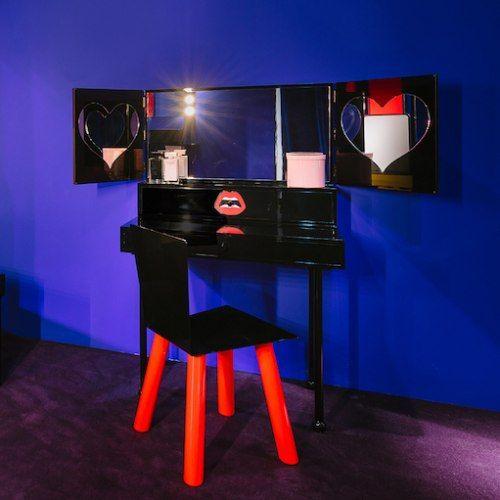 Mobili, make-up e separè, tavoli d'ispirazione jazz e tavolini in cuoio dagli echi giapponesi, scrittoi a scomparsa e divani in plastica: spunti creativi per case originali. #design #arredare