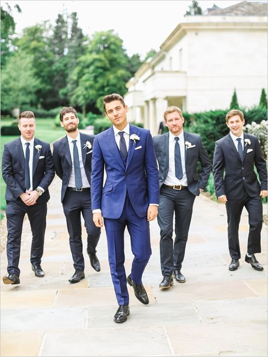 Do it like this but reverse the colors. Groom = black, groomsmen = navy