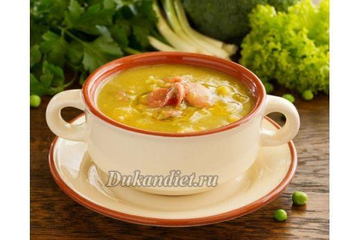 Рецепт взят с сайта Вумэн журнал и откорректирован под диету Дюкана.  Сделайте диетический суп-пюре. Непосредственно перед приготовлением такого супа потушите овощи (морковь, репчатый лук, стручковая фасоль, можно еще кабачок, баклажан, в общем, на Ваш вкус), но на небольшом количестве масла или без него, просто с небольшим количеством воды.  В бульон нарежьте нежирный плавленый сыр (или просто добавить зеленый диетический сыр (в пакетиках)) и грейте его до полного растворения. Затем…