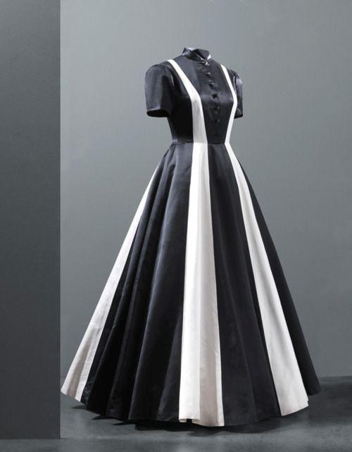 Evening dress by Cristóbal Balenciaga, 1939 Paris, Les Arts Décoratifs from Old Rags Tumbler.