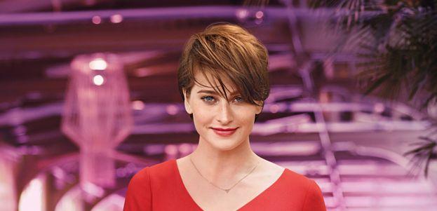 hoe kort haar stylen voor een vrouwelijk kort kapsel