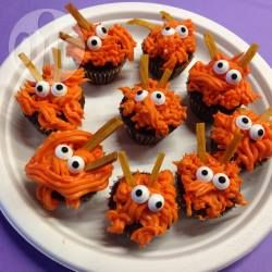 halloween muffins monster muffins kindergeburtstag halloween party monster mini cupcakes. Black Bedroom Furniture Sets. Home Design Ideas