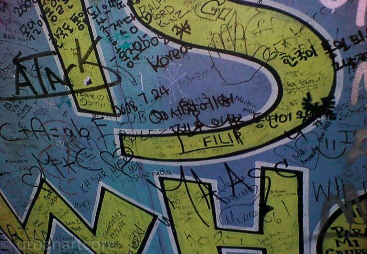 Who is who? 2 - http://www.urbanartcore.com/2014/graffiti/who-is-who-2/ - #Berlin, #Berliner, #DDR, #Deutschland, #East, #Gallery, #Gelb, #Geteilt, #Geteiltes, #International, #Mauer, #Mauerbau, #Side, #Teilung, #The, #Wall, #Wer, #WerIstDas, #Yellow