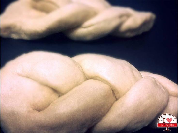 Le Treccine siciliane vanno in forno!!! :-D La loro forma originale prevede l'intreccio di sole due corde di impasto. Noi le abbiamo fatte così ma il loro sapore è sempre quello: morbidissime!  #ilovebaqery #treccine #sicilia #tradizione #inforno