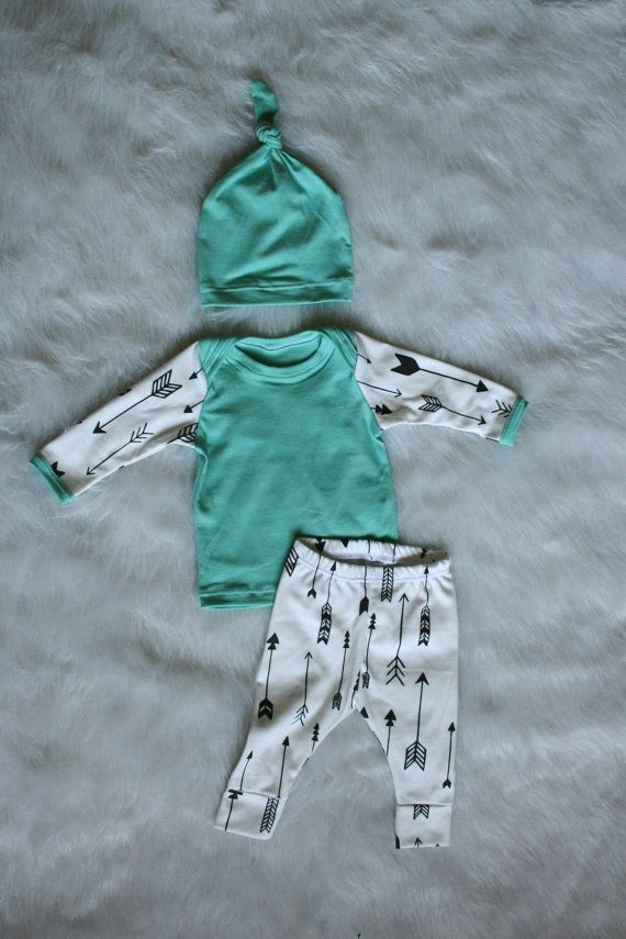 Newborn Coming Home Outfit Organic Knit 0-3 mos by brambleandbough