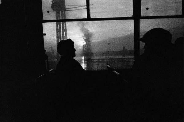 ©Борис Смелов. «Трамвай № 5. Возвращение на Васильевский остров. 1995» Посмотреть покрупнее!
