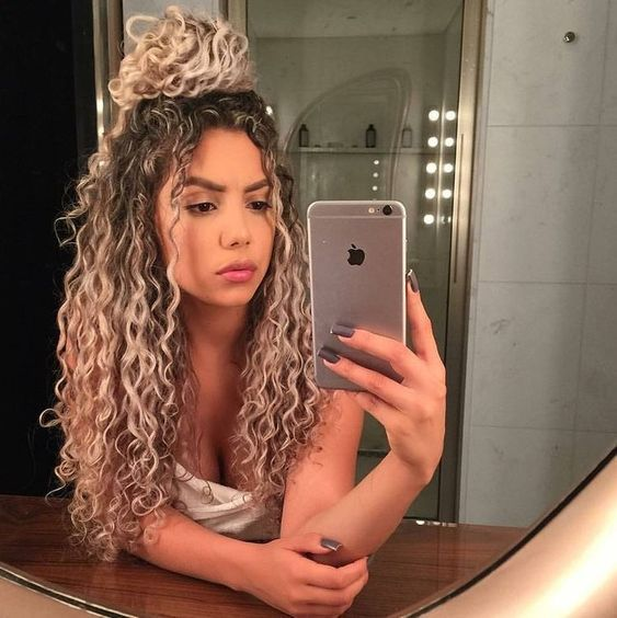 Brazilian 100% Human Hair Wigs Ombre Blonde Curly Full Lace Wigs Lace Front Wigs Made of virgin human hair. Hair color: As picture shown. Each hair individually implanted and hand-tied. Hair dentiy: 130% density. Length:16″–26″. We will resolve your problems. We are l ooking forward to your enquir y! | eBay!