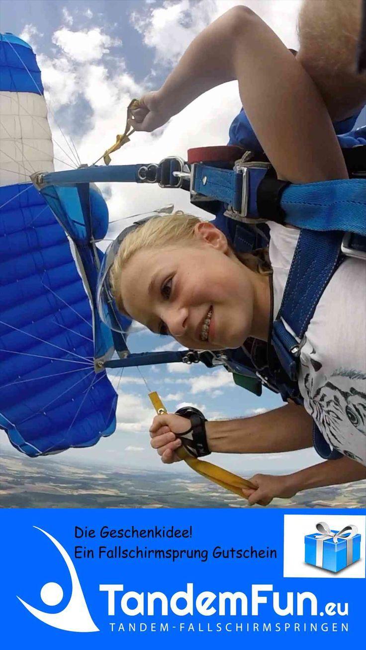Fallschirmspringen Bayern mit Tandemfun. Fallschirmsprung Gutschein als Geschenk.