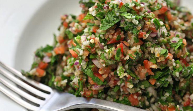 Zo maak je een geweldige tabouleh salade - Culy.nl