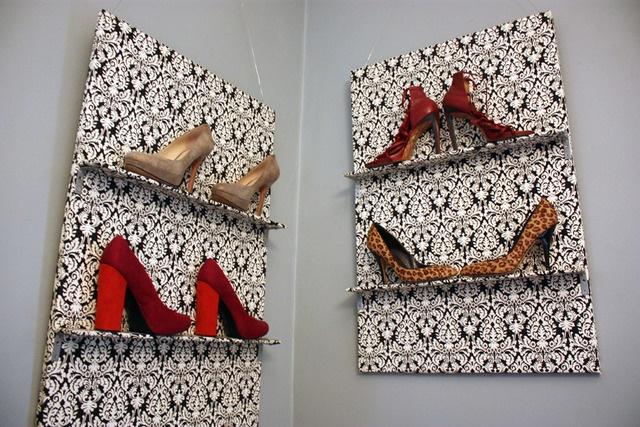 OMG, this would be so easy to make!Shoes Display, Shoes Shelves, Shoe Display, Display Shoes, Shoe Storage, Creative Shoes, Shoes Art, Fave Shoes, Shoes Hanging