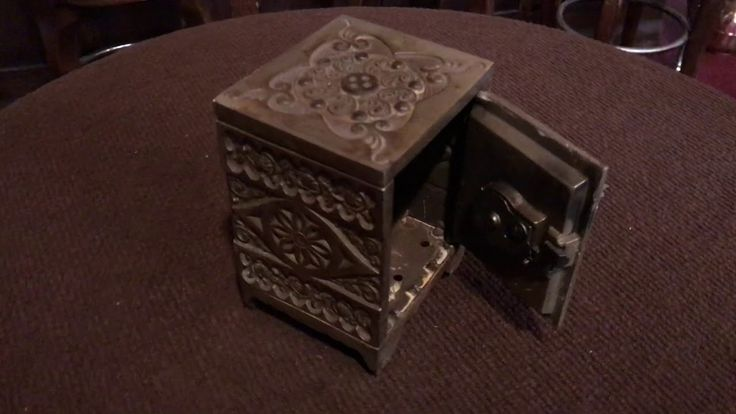 Late 1800's Cast Iron J&E Stevens Co. Mini Combination Safe FOR SALE $175