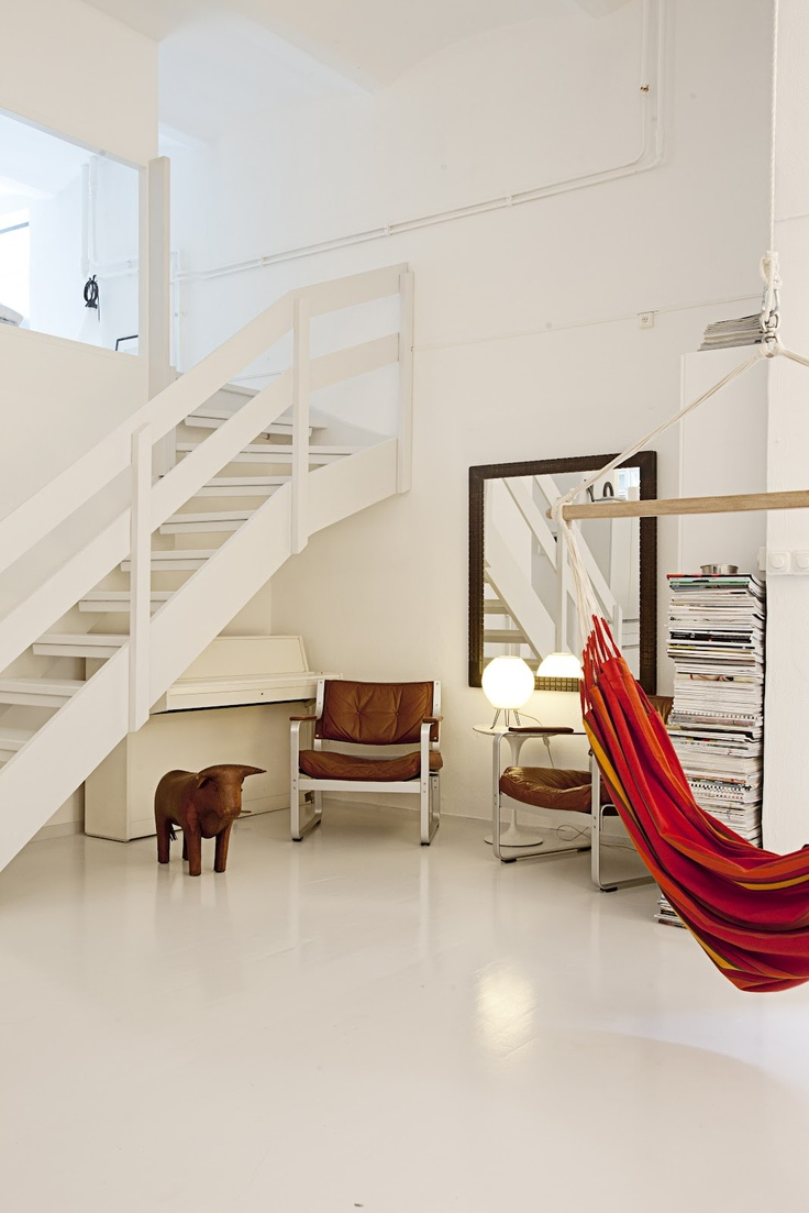 Indoor hammock minimal loft decor via amelia lönngren widell photography · hamac intérieurhamacsstudio loftbelle maisonpetit