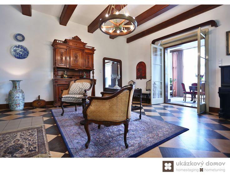 Home Staging zařízeného rodinného domu v Kamenici u Prahy #Kamenice #NovaHospoda #czech #homestaging #pred #po #beforeandafter #after #white #walls #vila #romantic #livingroom #cz #czechrepublic #fireplace #antique #salon