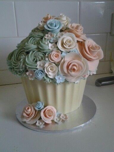 Shabby Chic Cupcakes | Shabby chic giant cupcake