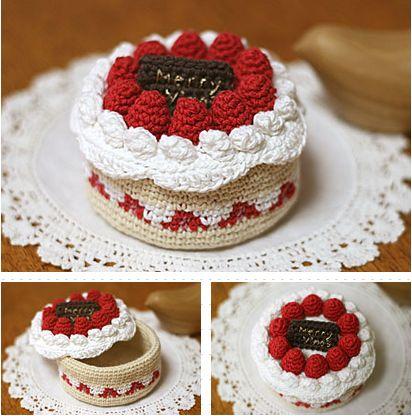 So eine tolle gehäkelte Torte - kann prima als Schatulle verwendet werden.