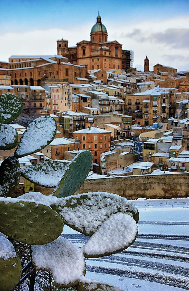 #PiazzaArmerina - 06.01.2017 | Risvegli imbiancati in gran parte della #Sicilia. Questa è Piazza Armerina in provincia di #Enna. #Neve #Snow  ©Photo Credit: Giuseppe Di Vita