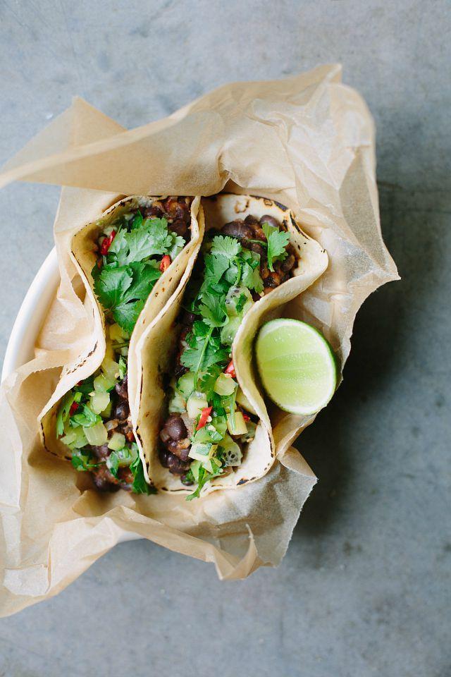 my darling lemon thyme: Black bean tacos with kiwifruit salsa